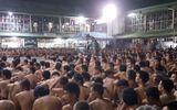 Hàng trăm tù nhân Philippines bị ép khỏa thân ngoài sân trại giam