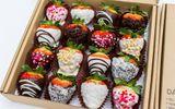 Hoa hồng bằng phô mai, dâu tây nhúng chocolate hút khách ngày 8/3