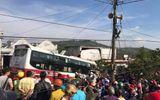 Xe khách lao vào nhà dân sau va chạm, 2 người tử vong