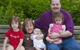 Gia đình - Tình yêu - Bà mẹ cao 71cm dũng cảm 3 lần