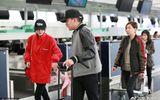 Chuyện làng sao - Lưu Khải Uy và con gái ra sân bay tiễn Dương Mịch cực tình cảm