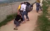 """""""Hoảng hốt"""" vì nữ sinh ở Thanh Hóa đánh nhau, đòi lột đồ bạn"""