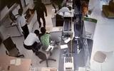 An ninh - Hình sự - Dùng súng cướp tiền tỉ ở ngân hàng: Nghi phạm theo dõi ngân hàng thời gian dài?