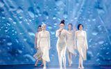Tin tức giải trí - Giang Hồng Ngọc vừa gợi cảm vừa kiêu kỳ tỏa sáng trên sân khấu