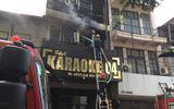Cháy quán karaoke 7 tầng trên phố Mai Hắc Đế, người dân hoảng loạn tháo chạy