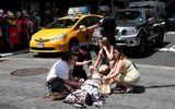 Hiện trường nạn nhân nằm la liệt sau khi xe điên lao vào đám đông tại Quảng trường Thời Đại