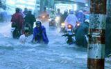 TP.Hồ Chí Minh: 1 người tử vong, nhiều xe máy bị cuốn trôi sau mưa lớn