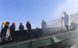 Cháy lớn tại siêu thị Điện Máy Xanh, hàng chục chiến sĩ được huy động dập lửa