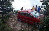 Xe ô tô mất lái gây tai nạn liên hoàn, 2 người trọng thương