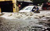 Hà Nội mưa lớn, nhiều tuyến đường ngập sâu