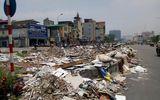 """Bãi rác nhếch nhác """"tọa lạc"""" giữa đường Trường Chinh"""
