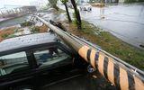Bão số 2 giật cấp 10 đổ bộ đất liền, nhiều công trình bị sập