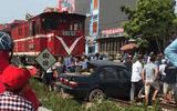 Tàu hỏa đâm trực diện ôtô, chủ tịch hội khuyến học huyện tử vong
