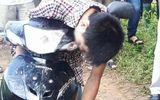 Pháp luật - Nam thanh niên tử vong, gục trên xe máy ven đường