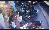 Hà Nội: Thanh niên bẻ khóa, trộm SH ngay trước mặt 3 cô gái