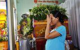Vợ cảnh sát hy sinh khi chữa cháy gào khóc bên quan tài chồng