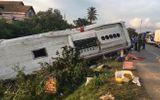 Xe khách đối đầu container, 2 người tử vong, 6 người trọng thương