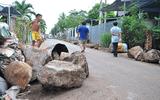 Người dân dùng hàng chục tảng đá lớn chặn ôtô né trạm BOT