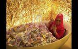 Ăn - Chơi - Khi nhà giàu nổi cơn khoe của: Ngụp lặn trong bồn tiền, vàng, trang sức