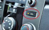 Tin tức - Sử dụng điều hòa ô tô: Nên lấy gió ngoài hay gió trong để tiết kiệm nhiên liệu và tốt cho sức khỏe?
