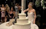 Không tìm được người yêu ưng ý, cô gái 40 tuổi tự kết hôn với chính mình