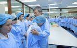 Anh hùng lao động Nguyễn Anh Trí và những cái ôm ngập trong nước mắt