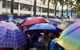 Thanh Hóa: Gần 7.000 công nhân đội mưa đình công, yêu cầu đối thoại