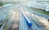 Cận cảnh đoàn tàu trăm tấn được lắp đặt trên đường sắt Cát Linh - Hà Đông