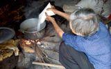 Đời sống - Bà lão 30 năm hành nghề làm mật ong giả bán khắp Hà Nội