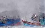 """Clip: Vòi rồng """"hung tợn"""" nhấn chìm tàu cá ở Phú Quốc"""