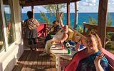 """Kiếm """"bộn tiền"""" nhờ ý tưởng mở resort chỉ phục vụ khách ngoại cỡ, hút khách khắp châu Âu"""