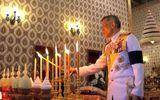 Hoàng gia Thái Lan cúng dường cầu phúc cho tro cốt cố vương Bhumibol Adulyadej