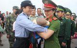 Trao trả bé trai 4 tháng tuổi bị lừa bán sang Trung Quốc