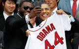 """Ông Obama bất ngờ tiết lộ không thích chụp ảnh """"tự sướng"""""""
