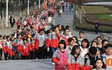 Trung Quốc: Hàng nghìn học sinh đi bộ 40km trước kỳ thi đại học