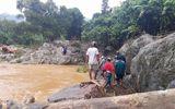 Thi thể nạn nhân vụ sát lở núi trôi từ Quảng Nam sang Quảng Ngãi