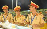 Bữa cơm vội của những chiến sĩ CSGT phục vụ APEC