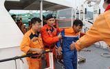 Cứu nạn 13 thuyền viên trôi dạt trên biển trước cơn bão số 13