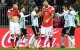 Messi nhạt nhòa, Argentina nhọc nhằn đánh bại Nga