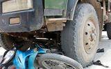 Xe ben đâm xe máy, hai mẹ con tử vong tại chỗ