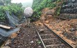 Đèo Hải Vân lại sạt lở, đường sắt Bắc- Nam tê liệt