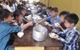 Tin tức - Bắt hiệu trưởng và hiệu phó bán 6 tấn gạo của học sinh