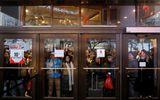 Ngày Black Friday: Tái diễn cảnh tranh giành, vật lộn mua hàng giảm giá sốc