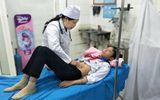 Tin trong nước - 12 học sinh nhập viện sau khi ăn xôi ngoài cổng trường
