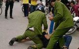 Tin tức - Hai cảnh sát bị thương khi khống chế đối tượng bắt cóc trẻ em