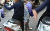 Tin tức - Clip người mẹ vừa mắng vừa tát con giữa ngã tư đường Hà Nội gây bức xúc
