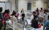 Hơn 100 học sinh tiểu học ở TP.HCM đồng loạt sốt cao nhập viện là do nhiễm siêu vi