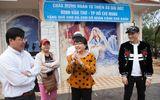 Hương Lan, Nguyên Vũ chia sẻ khó khăn với bà con miền Trung
