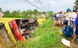 Xe buýt lật xuống ruộng, 1 người chết, 20 người bị thương