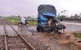 Tài xế xe tải may mắn thoát chết sau khi va chạm với tàu hỏa